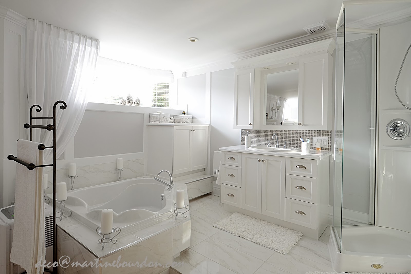 Emejing decoration salle de bain blanche ideas design for Salle de bain blanche design