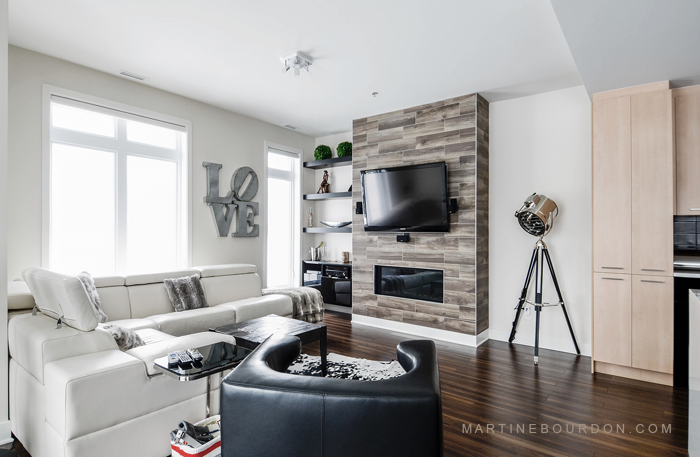 Condo neuf la touche d co qui fait la diff rence martine bourdon d coratrice d 39 int rieur for Deco mur tv