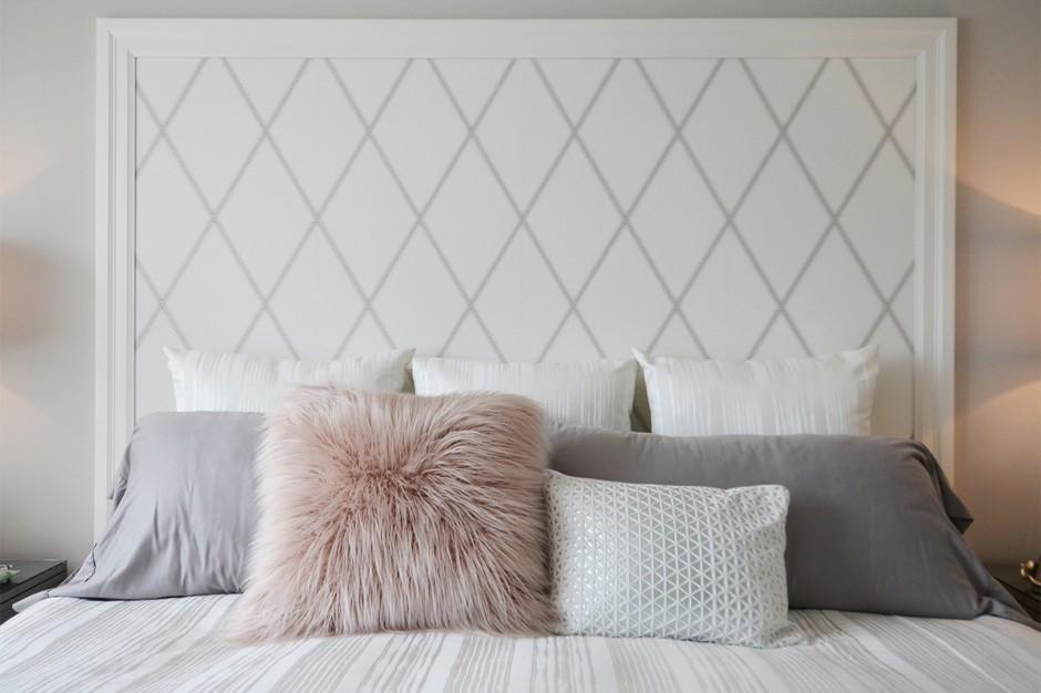 Papier peint à la tête du lit