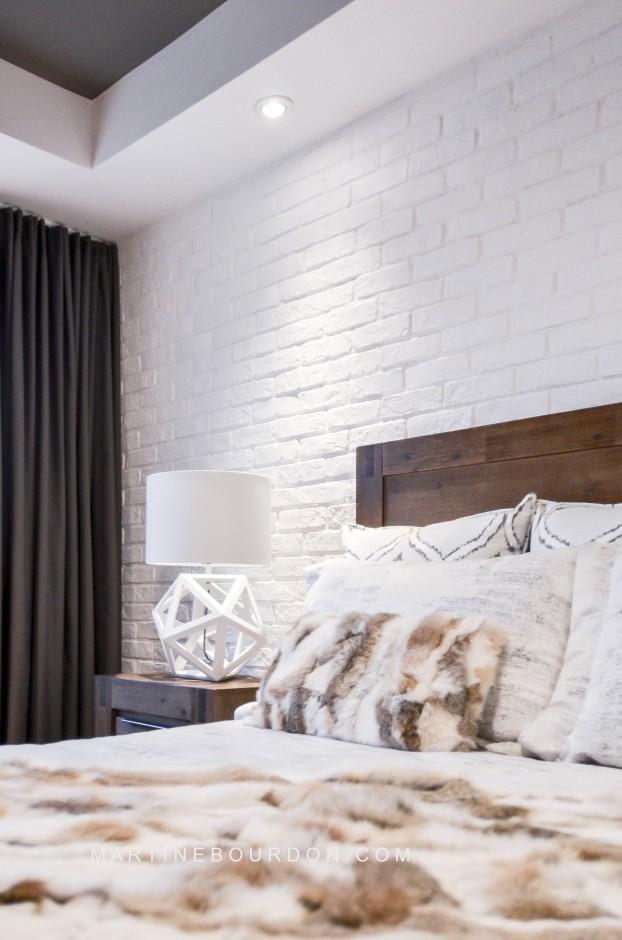 chambre mur de brique et bois
