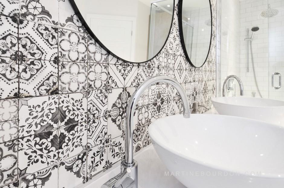 salle de bain motifs papier peint effet mosaïque